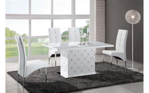 table a manger avec 6 chaises noir et blanc look soft