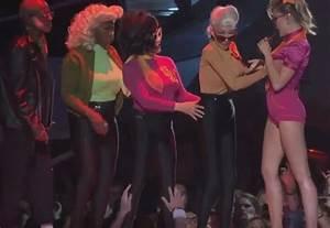 Miley Cyrus Der Busengrabscher Bei Den Vmas