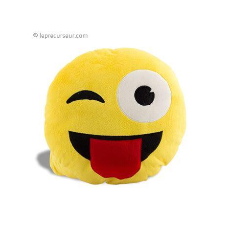 grand coussin pour canapé coussin emoticone clin d 39 oeil smiley leprecurseur com