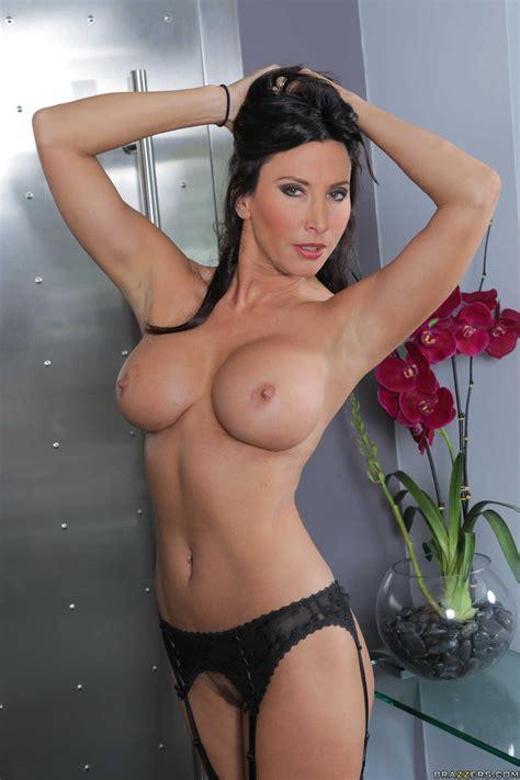 Sexy Milfs Getting Naked And Seductively Posing Photos Jessa Rhodes Lezley Zen Keiran Lee