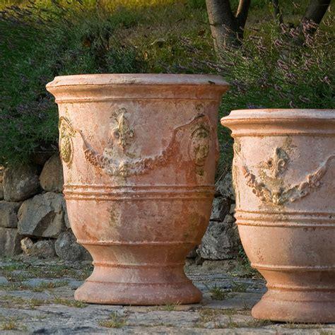 chene vert en pot fabulous pots by poterie le ch 234 ne vert cox garden designs