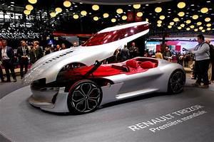 Automobile Paris : mercedes eq electric car paris auto show pictures cbs news ~ Gottalentnigeria.com Avis de Voitures