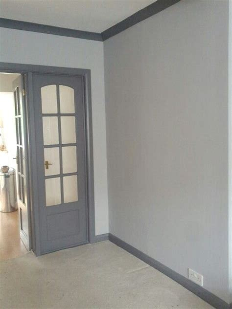 grey walls with dark grey woodwork skirting and coving