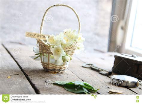 buon compleanno testo testo e fiori di buon compleanno immagine stock immagine