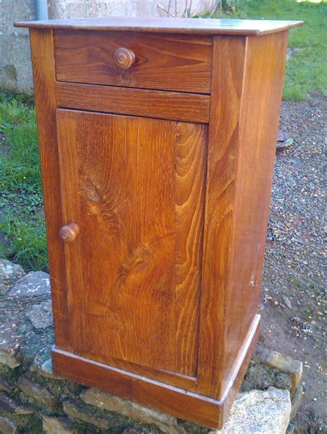 repeindre meuble cuisine rustique ancienne table de chevet transformée en petit meuble télé la chronique authentique le