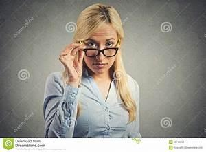 Bmi Berechnen Frau Kostenlos : skeptische frau zweifelhaft sie betrachtend stockfoto bild 56749554 ~ Themetempest.com Abrechnung