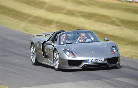 speed chions porsche 918 spyder porsche 918 spyder makes dynamic debut at goodwood video