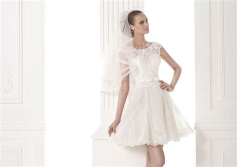 17 Coolest Variants Of Short Wedding Dresses