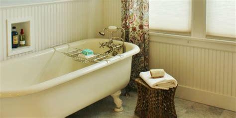 remodelaholic gorgeous  cottage master bathroom