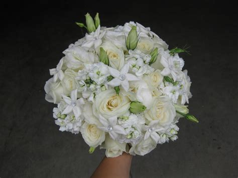 white flowers for wedding all white wedding bouquet stadium flowers