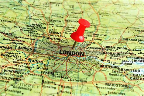Die illustratorin jenni sparks hat eine ziemlich geniale karte von london gezeichnet. London Auf Karte Mit Zeiger Stockfoto - Bild von ...