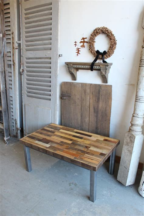Creating your own coffee table from pallets is a really popular and easy way to create your own personalized coffee table without breaking the bank or needing a high diy skill level. DIY Pallet Reclaimed Coffee Table | Pallet Furniture Plans