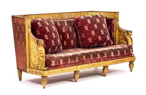 canape arrondi canapé d 39 époque empire dossier arrondi en bois doré orné