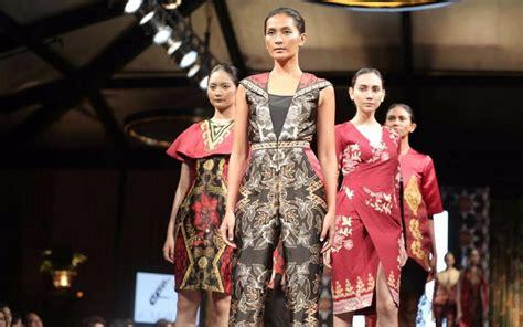 batik amalia modernisasi kebaya dan kain batik boleh dilakukan asal