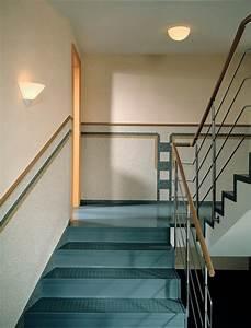 Wandgestaltung Treppenhaus Einfamilienhaus : wandgestaltung treppenhaus beispiele ~ Markanthonyermac.com Haus und Dekorationen