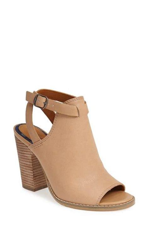 zapatos de tacon grueso tendencia verano