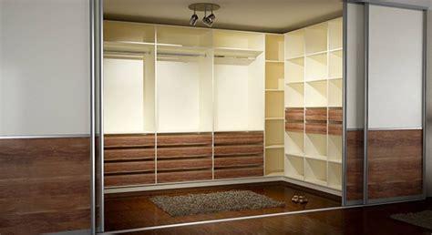 Begehbares Ankleidezimmer Ikea by Begehbarer Kleiderschrank Mit Schiebet 252 Ren Ankleidezimmer