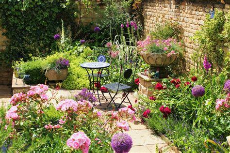 a small courtyard garden hill fort