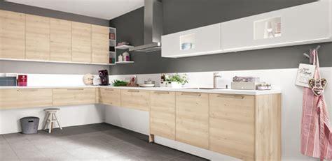 table de cuisine noir cuisine quelle couleur associer avec le bois darty