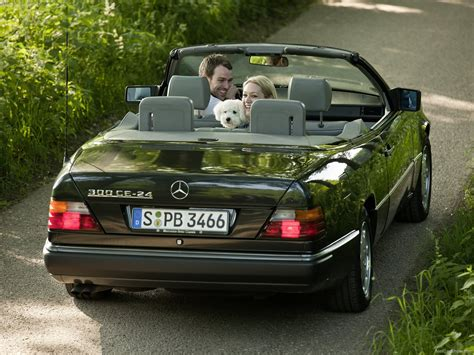 Mercedes-Benz E-Class Cabriolet (1991) - picture 44 of 55