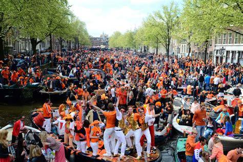 Boten Festival Den Bosch by Thousands Celebrate Investiture Abc News Australian