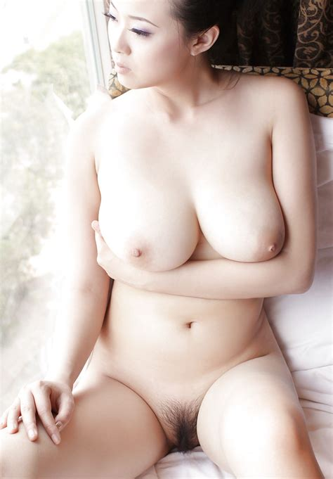Bing Yi Nudeand Nude Naomi