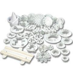 fabriquer des emporte pieces cuisine noël décoration de gâteau à faire soi même avec emporte pièce de noël facile à utiliser décor