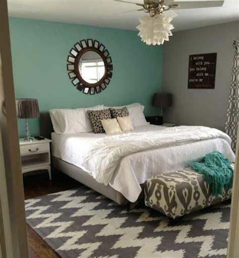 chambre bleu et beige 1001 idées pour une chambre bleu canard pétrole et paon