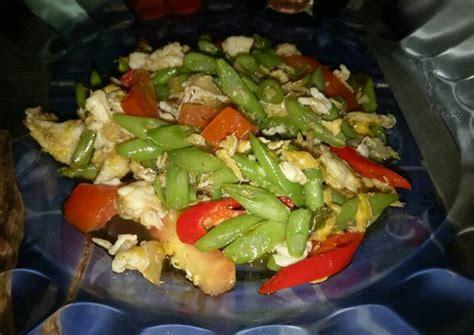 • 2 siung bawang putih • 2 siung bawang merah • 2 batang daun bawang • 1 buah tomat, potong dadu. Resep Orak arik telur buncis - Resep Masakan Indonesia