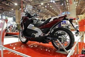 Moto Honda Automatique : salon de la moto 2011 honda integra l 39 argus ~ Medecine-chirurgie-esthetiques.com Avis de Voitures