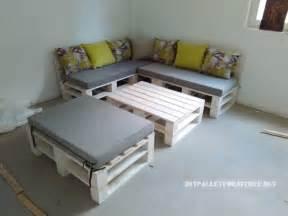 bett und sofa pallet sofa puff und tisch umwandelbar in ein bettmobel aus paletten mobel aus paletten