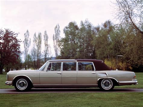 The model came in a short and long wheelbase pullman chassis. MERCEDES BENZ 600 Pullman Landaulet (V100) specs - 1965 ...