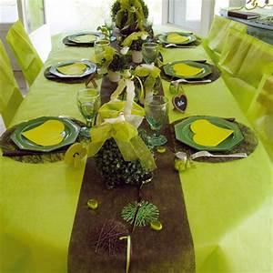 Chemin De Table Vert : id es et conseils d co tables nappes en fete ~ Teatrodelosmanantiales.com Idées de Décoration