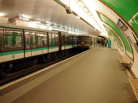 station essence porte maillot station essence porte maillot 28 images porte maillot subway station picture of metro