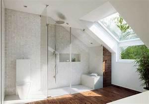 Kleines Badezimmer Einrichten : badezimmer mit dachschr ge design ~ Michelbontemps.com Haus und Dekorationen