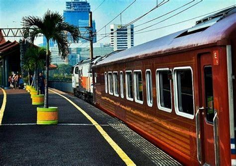 kereta wisata jakarta jogja tempat wisata indonesia