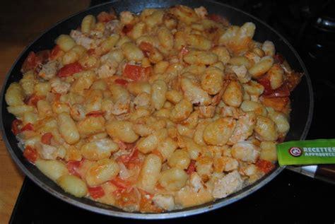 cuisiner des gnocchis gnocchi à poêler au poulet lait de coco parfumé au tandoori