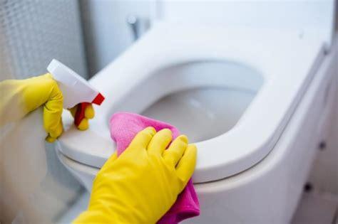 cleaning bathroom ways  clean  bathroom wrong