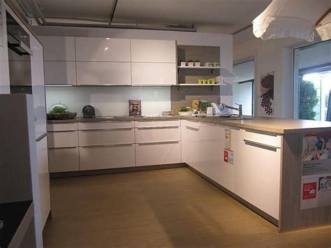 Schüller-musterküche Moderne Küche Mit Halbinsel