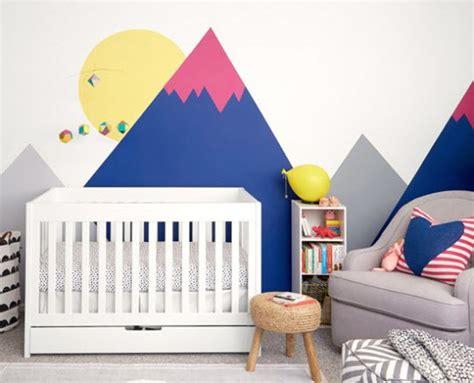 stickers deco chambre fille déco montagne dans la chambre de bébé