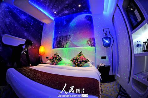 hotel chambre a theme un hôtel s 39 inspirant de la capsule aéronautique fait le buzz