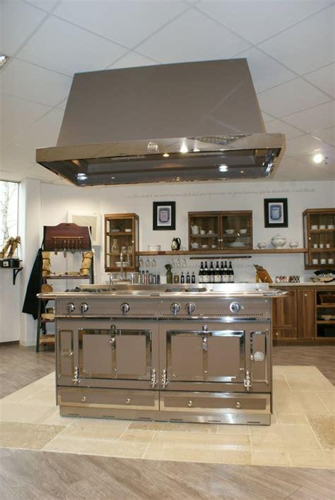 cuisine avec piano central cuisine îlot central le cœur vivant de la maison