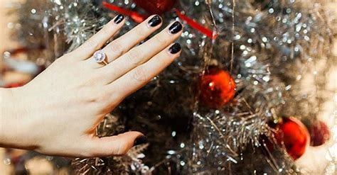 country  superstar flaunts  engagement ring