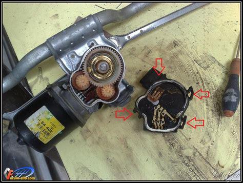 demontage moteur essuie glace clio  blog sur les voitures