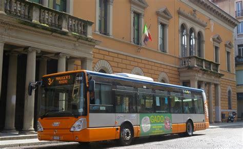 Linea Autobus Pavia by A Pavia Gli Autobus Della Linea 3 In Strada Nuova Da Met 224