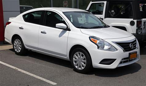 File:2015 Nissan Versa SV (facelift model), front right ...