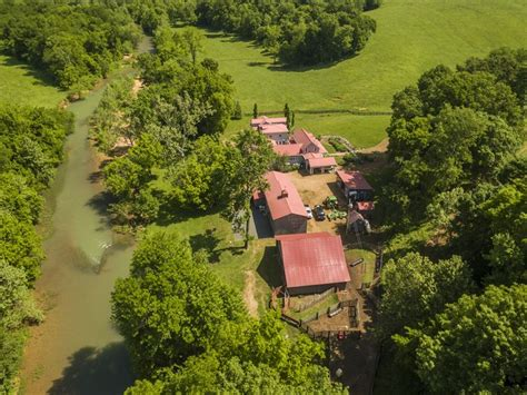 luxury retreat  yellow creek land  sale vanleer