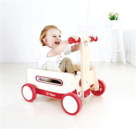 schaukelpferd für babys wunderbarer holzwagen hape das goldene schaukelpferd 2015 schaukelpferd holzwagen und