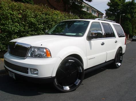 Oneloveofboard 2005 Lincoln Navigator Specs, Photos