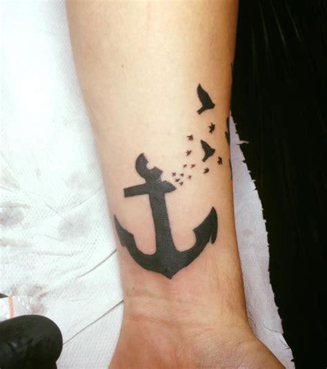 tatouage ancre marine photo tatouage ancre marine poignet